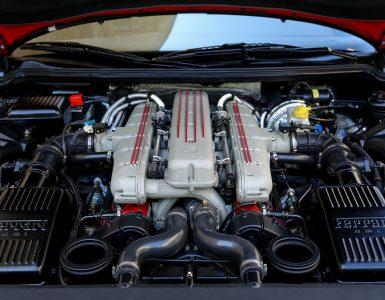 Verschiedene Motorbauarten bei verschiedenen Herstellern. Motorinnenraum eines Ferraris