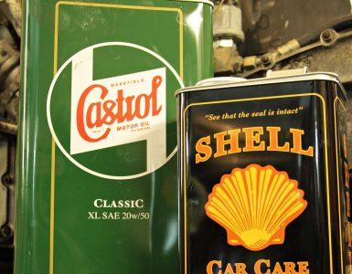 Altes Motoröl von Shell und Castrol