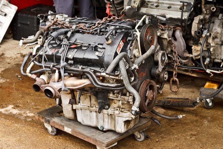Bild eines Motors beim Austausch