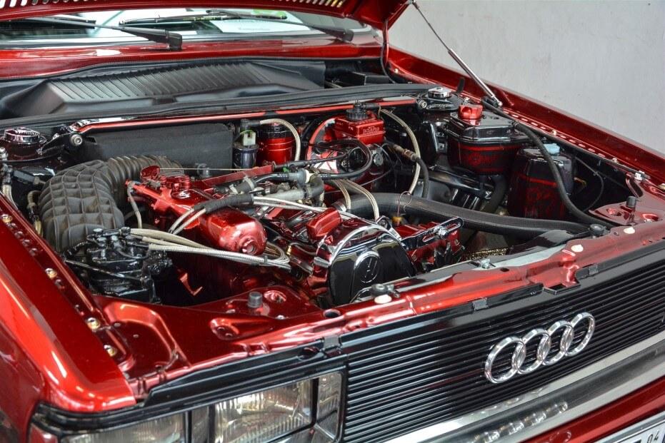 Motorraum eines Audi 80 GTE Baujahr 1973